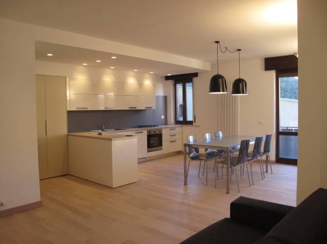 Arredamento interni per privati negozi spazi espositivi for Arredamenti per ingresso appartamento